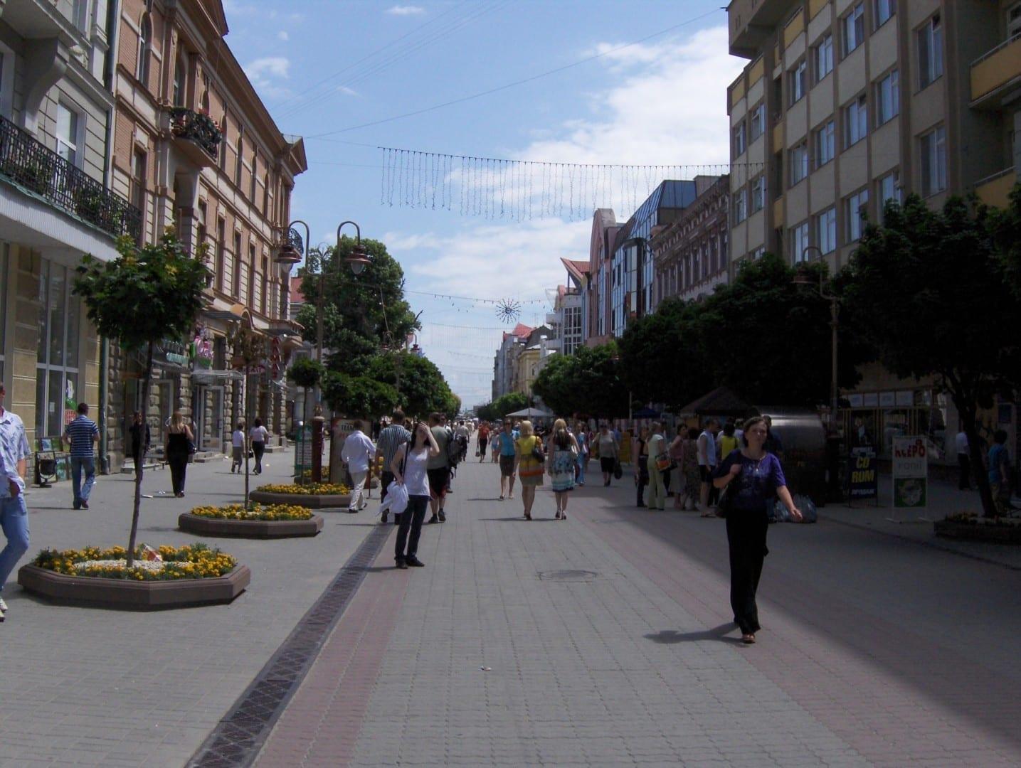Una parte de la calle Independencia llamada Stometrivka Ivano-Frankovsk Ucrania