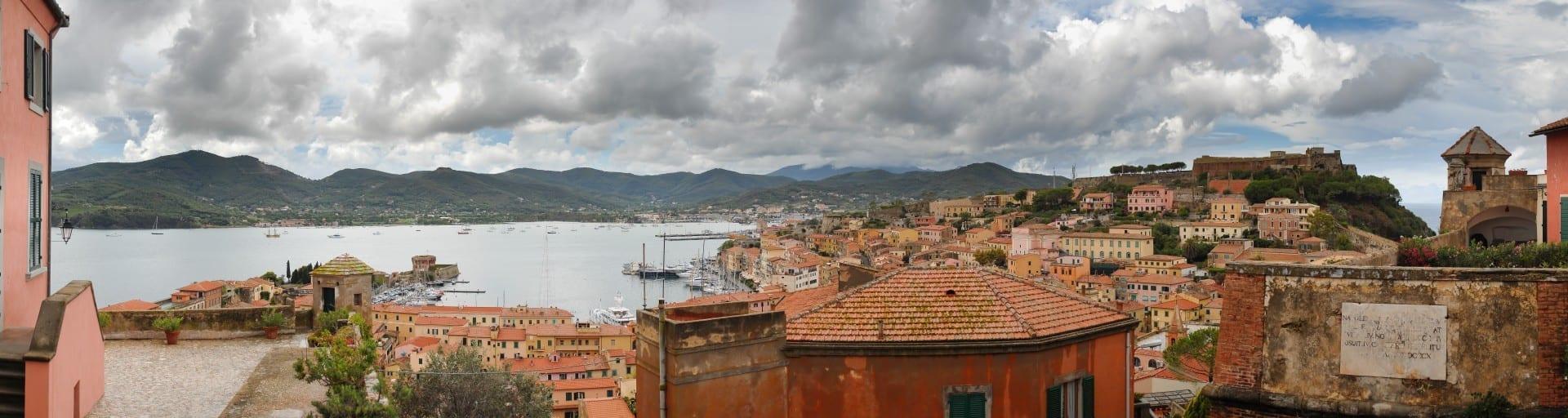 Una vista de Portoferraio Isla de Elba Italia