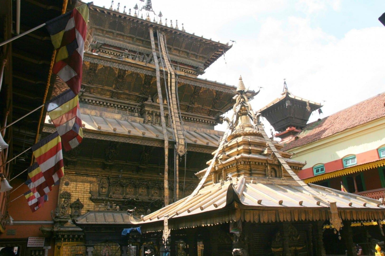Una vista del Templo Dorado en Patan. Patan Nepal