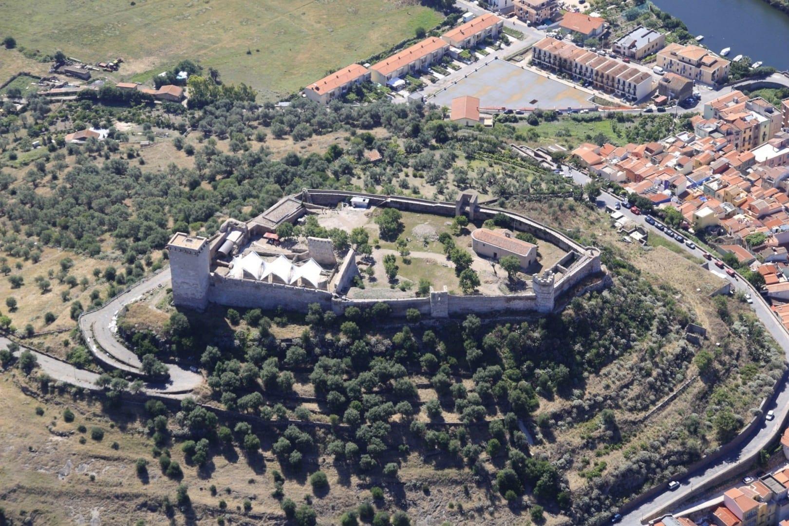 Vista aérea del castillo Bosa Italia