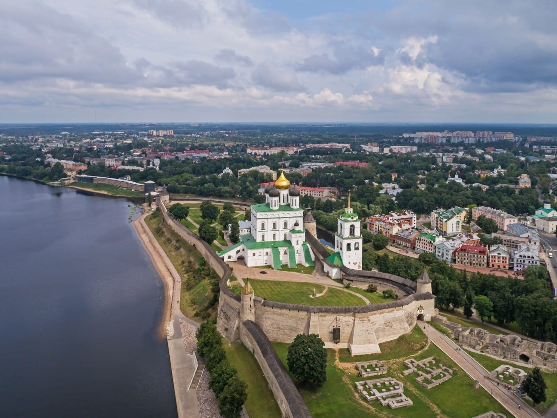 Vista de Krom (el kremlin de Pskov) Pskov Rusia