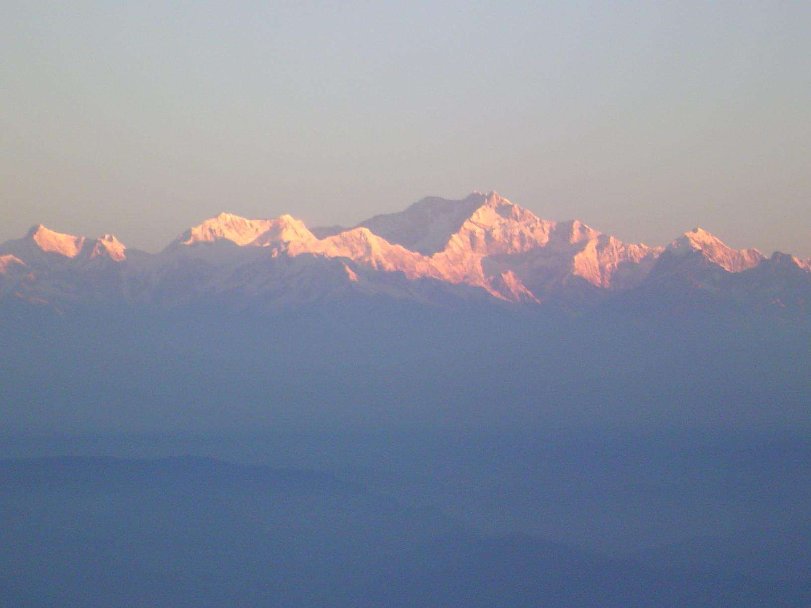 Vista de Kunchenjunga desde la Colina del Tigre Darjeeling India