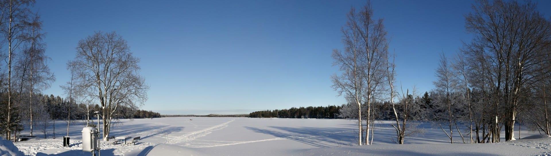 Vista de Nydalasjön desde el extremo sur en febrero de 2013. Umea Suecia