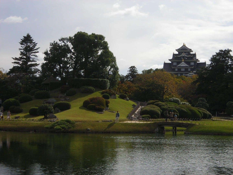 Vista del castillo de Okayama desde Kōrakuen Okayama Japón