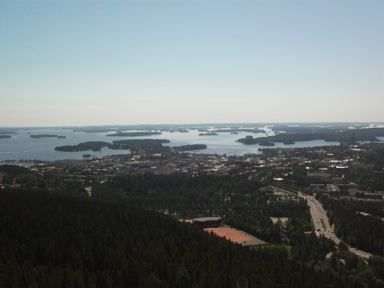 Vista del día de verano desde la torre de Puijo Kuopio Finlandia