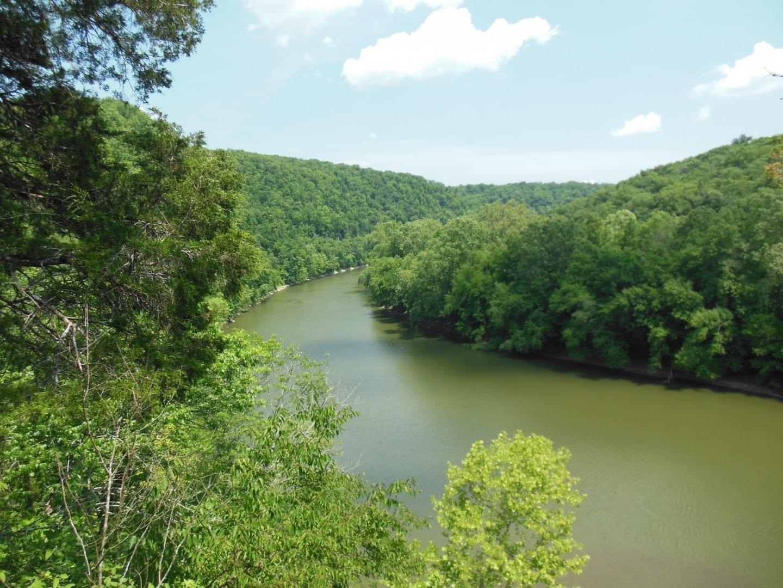 Vista desde el mirador del río Kentucky en el Santuario de la Naturaleza Raven Run Lexington KY Estados Unidos
