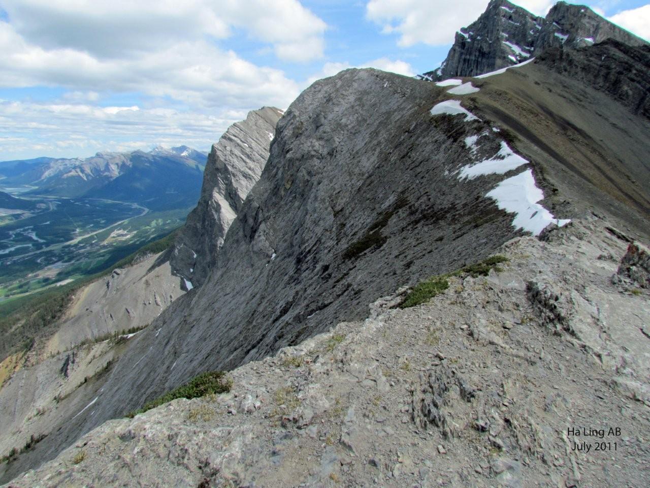 Vista desde el Pico Ha Ling por encima de Canmore Canmore Canadá