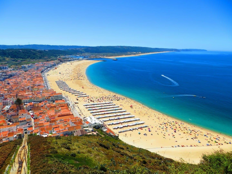 Vista panorámica de Nazaré y su playa Nazaré Portugal