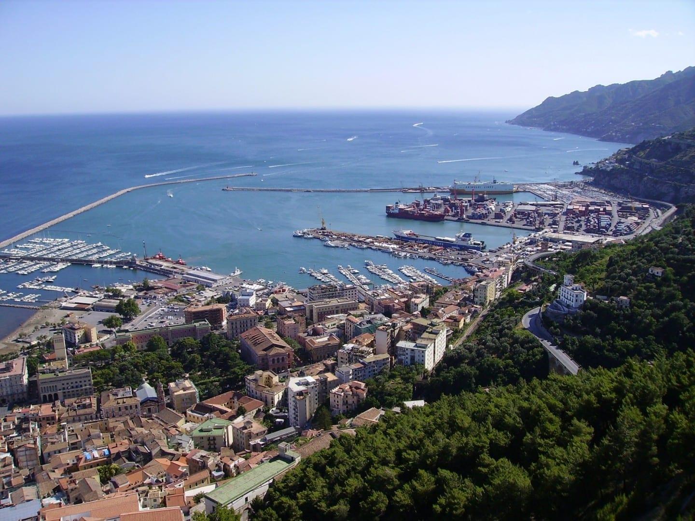 Vista panorámica de Salerno y el golfo Salerno Italia