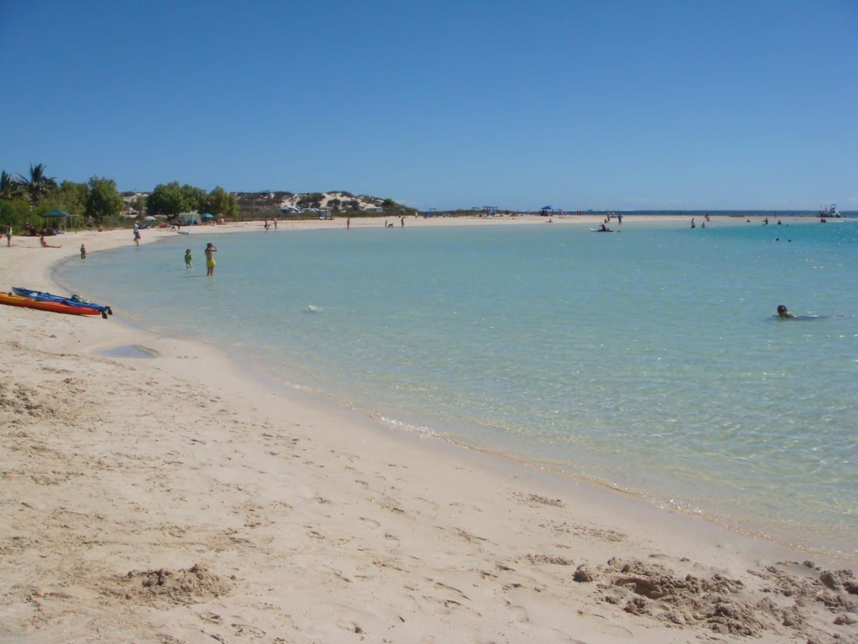 a la derecha Coral Bay Australia