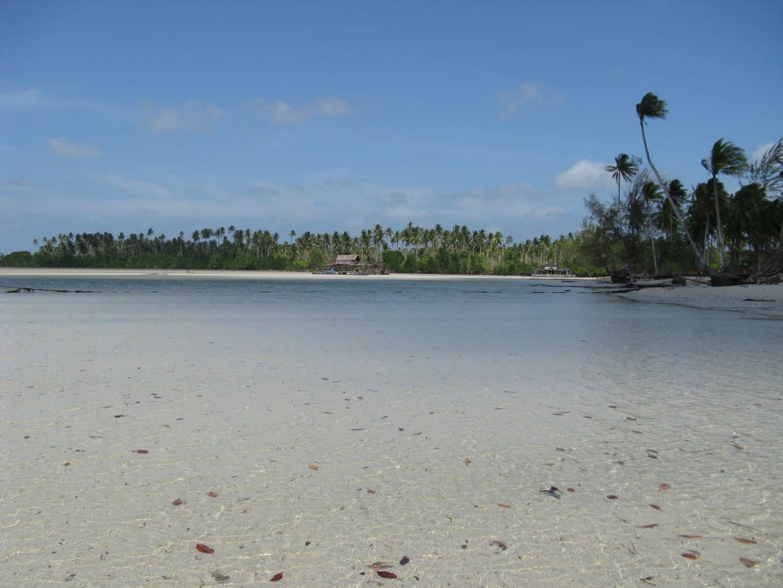 A lo largo de la costa norte de Bintan cerca de Sumpat Bintan Indonesia