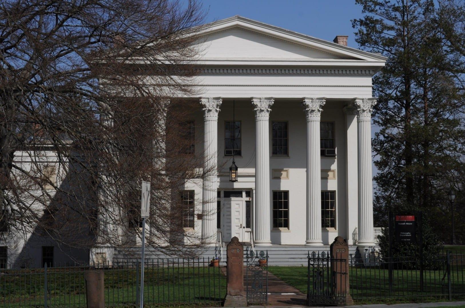 A medida que el campus de la Universidad Wesleyana ha crecido, ha incorporado varias docenas de casas del siglo XIX, como la Casa Samuel Wadsworth Russell. Middletown CT Estados Unidos