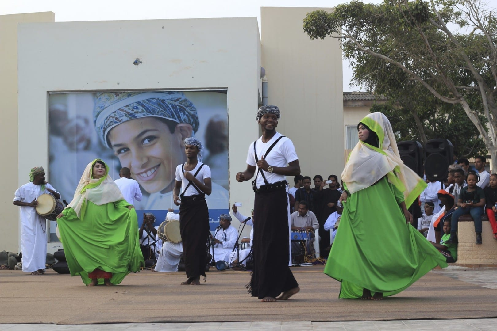 Actuación de danza durante el Festival de Salalah Salalah Omán