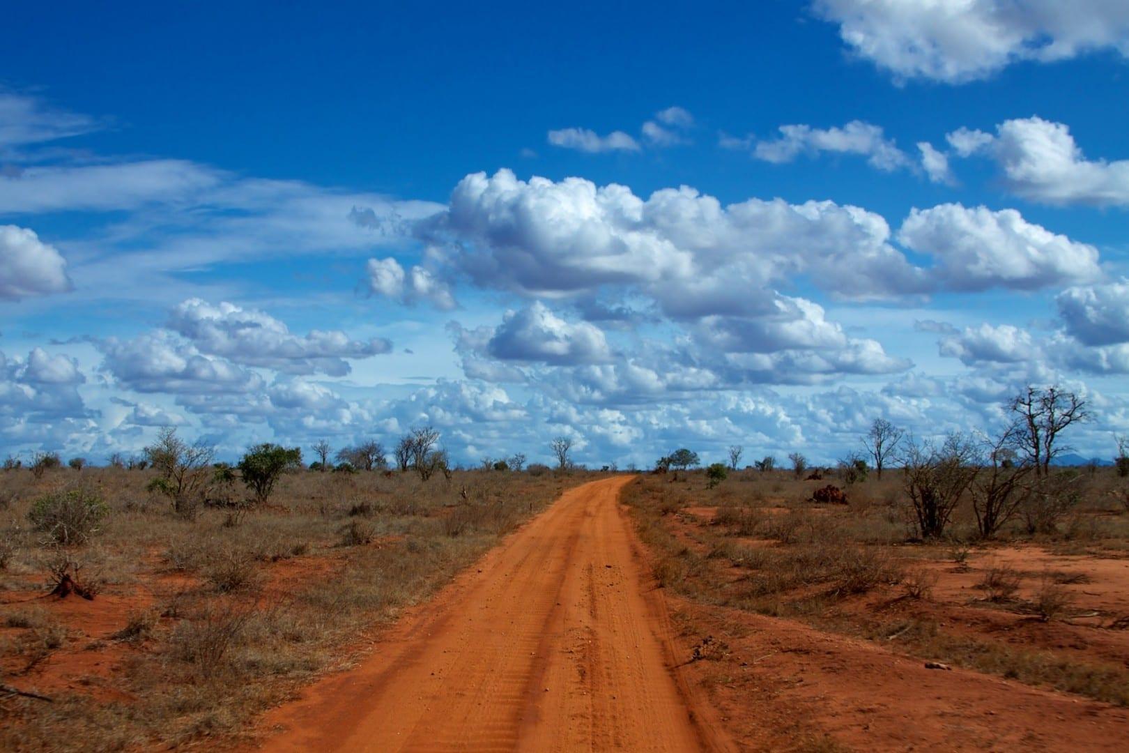 alt=Caminos rojos del este de Tsavo Tsavo East National Park Kenia