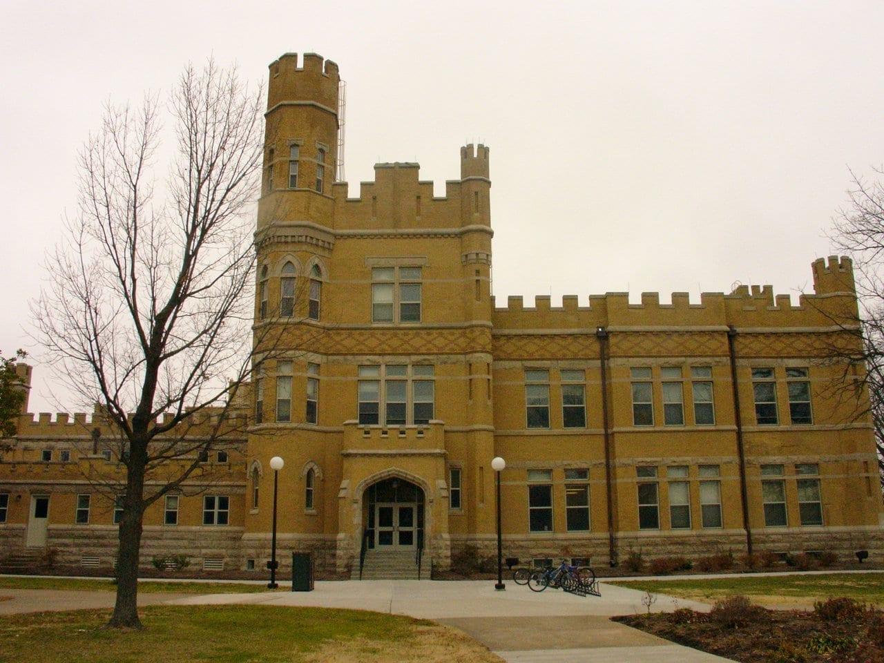 Altgeld Hall en el campus de la UEI Carbondale Estados Unidos