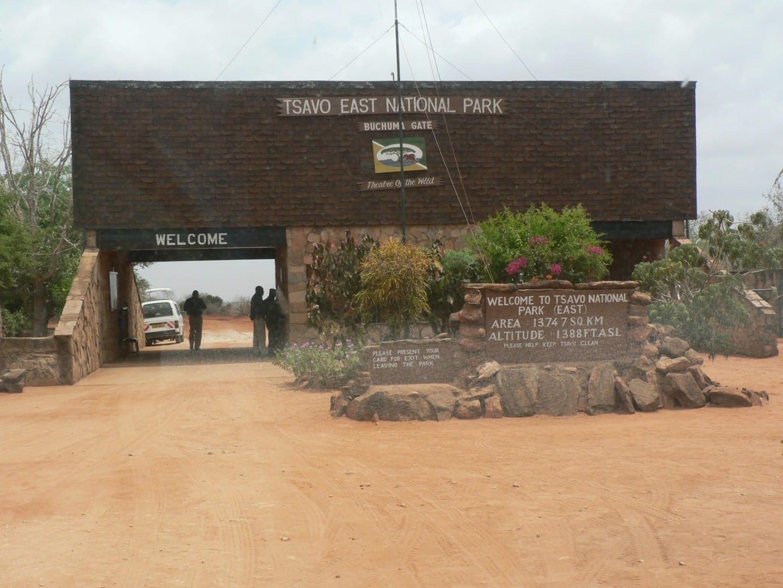 alt=Puerta de Buchuma Tsavo East National Park Kenia