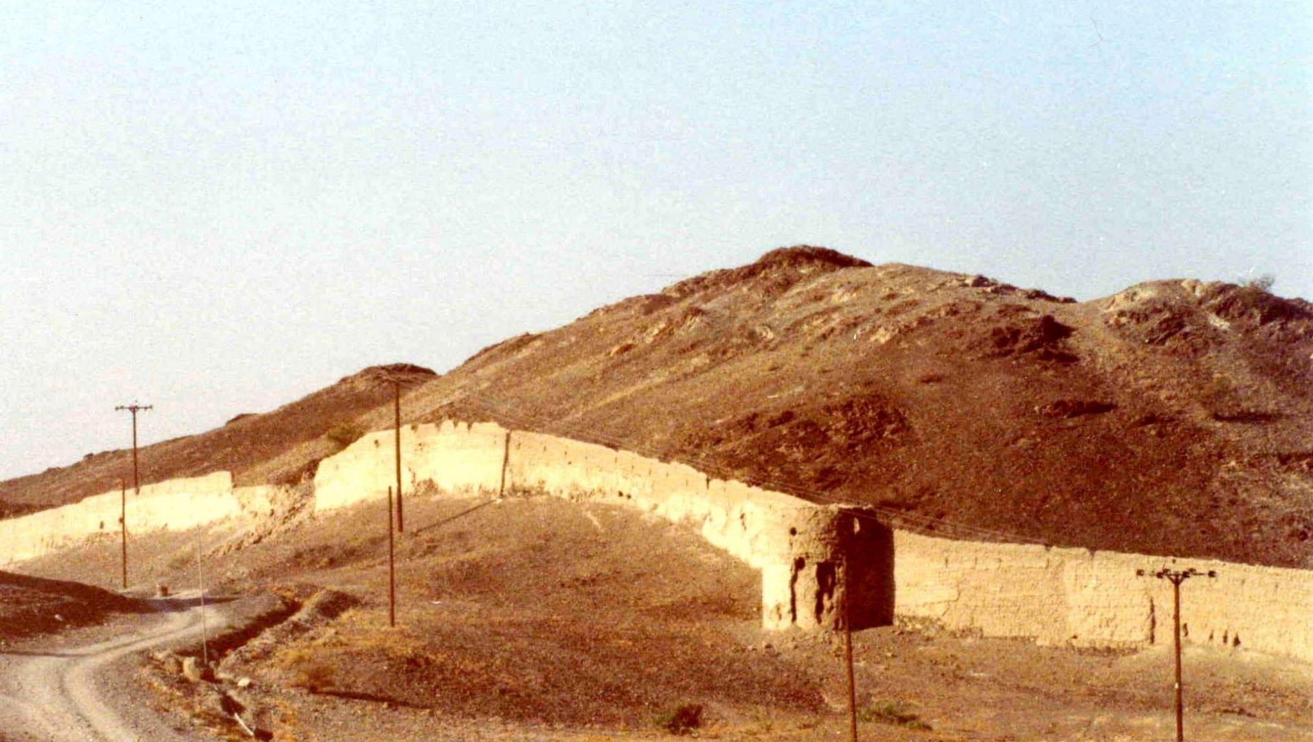 Antiguas paredes de Ibri Ibiri Omán