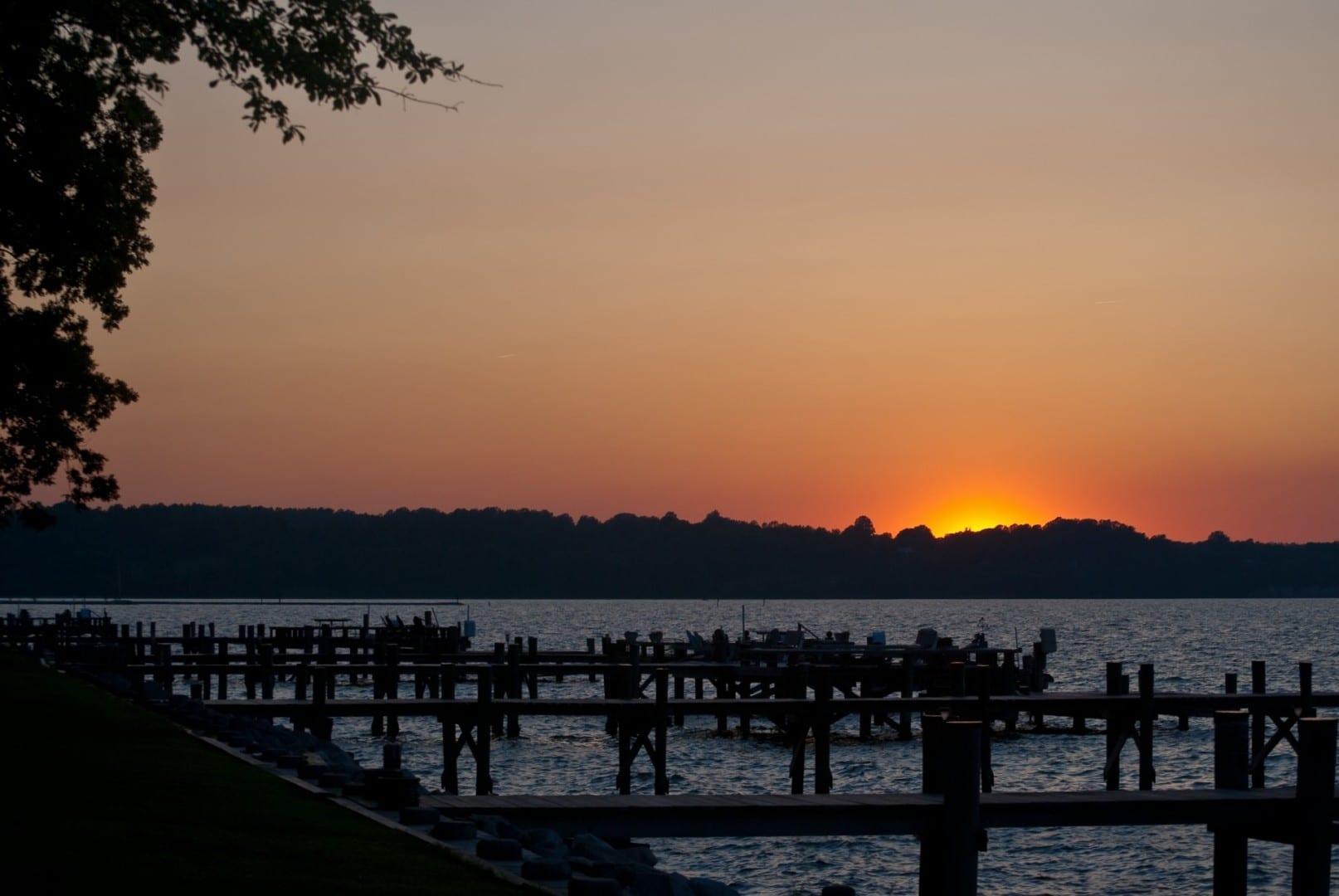 Atardecer sobre North Beach Bahía de Chesapeake Estados Unidos