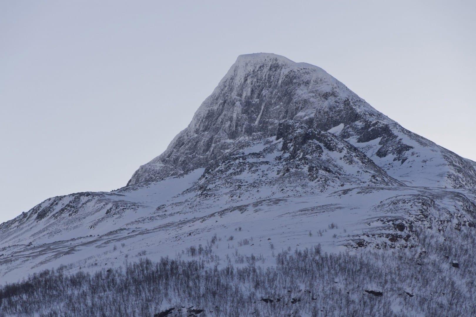 Bárrás visto desde el noroeste. Kilpisjärvi Finlandia
