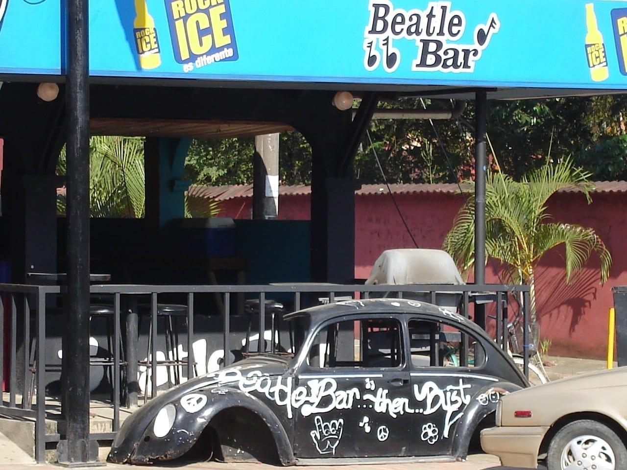 Beatle Bar de día. Jacó Costa Rica