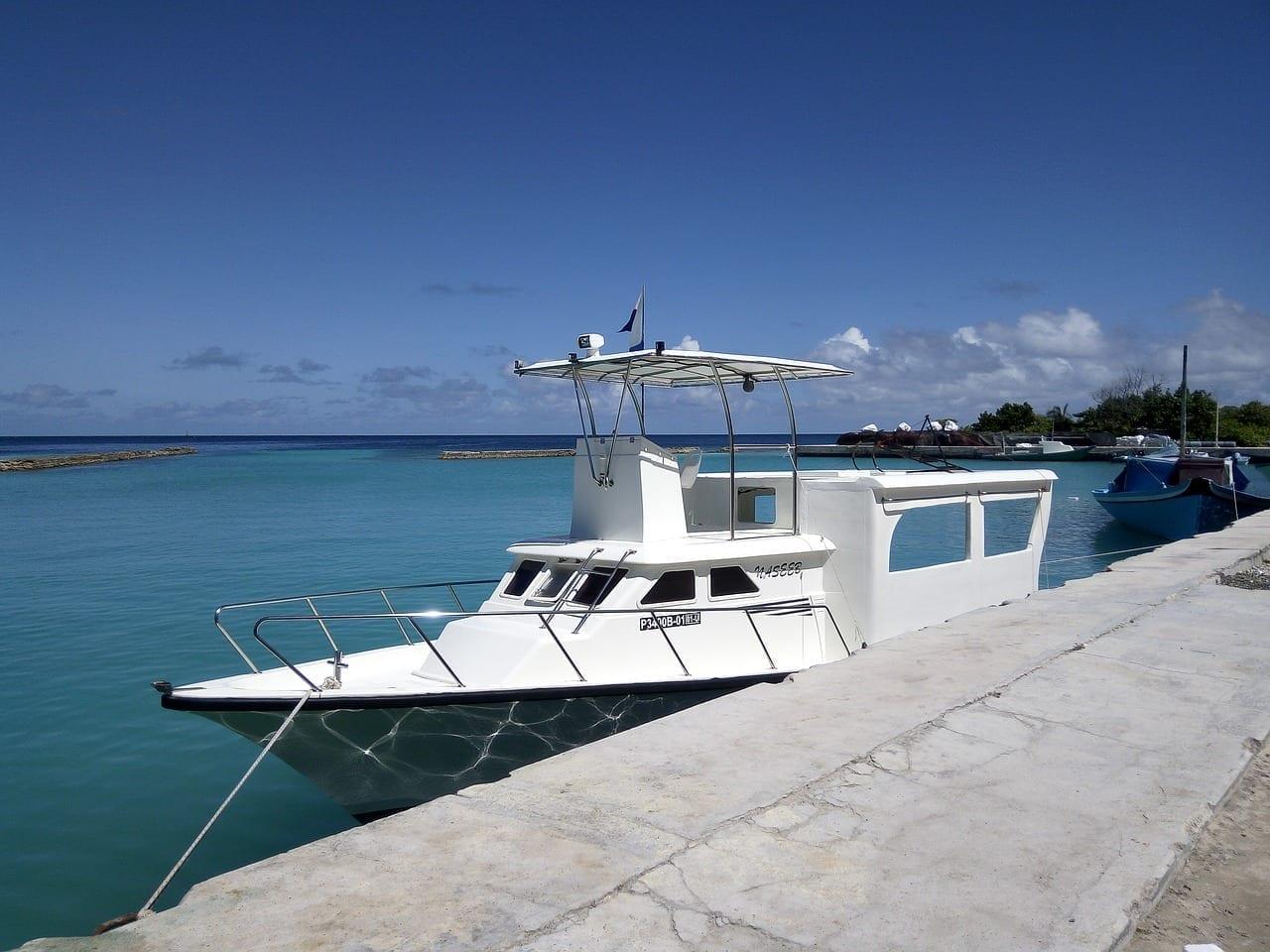 Boad Speedboat Thoddoo Maldivas
