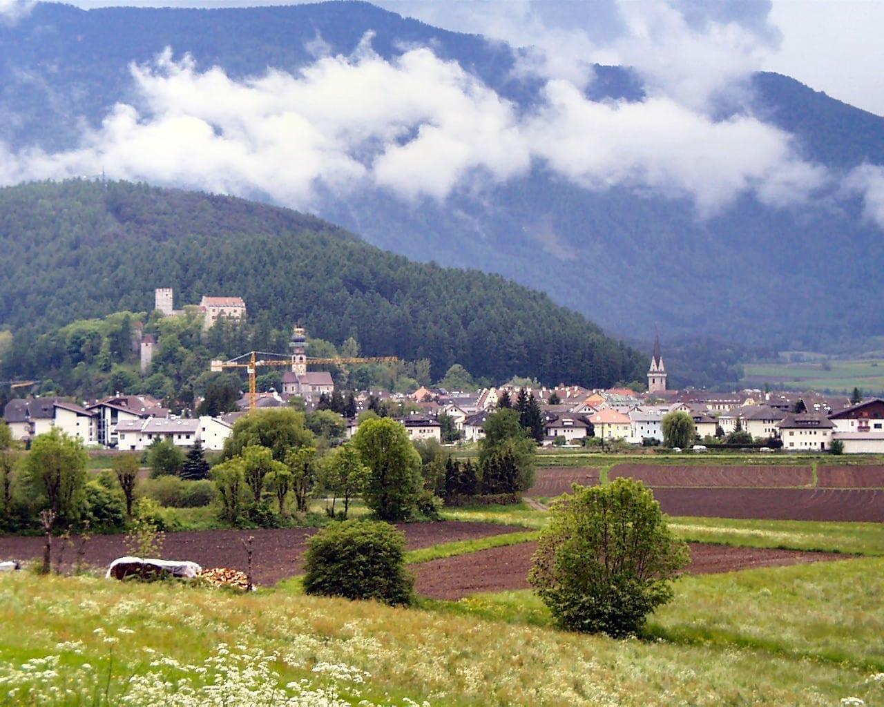Brunico en el Valle Puster del Tirol del Sur Brunico Italia