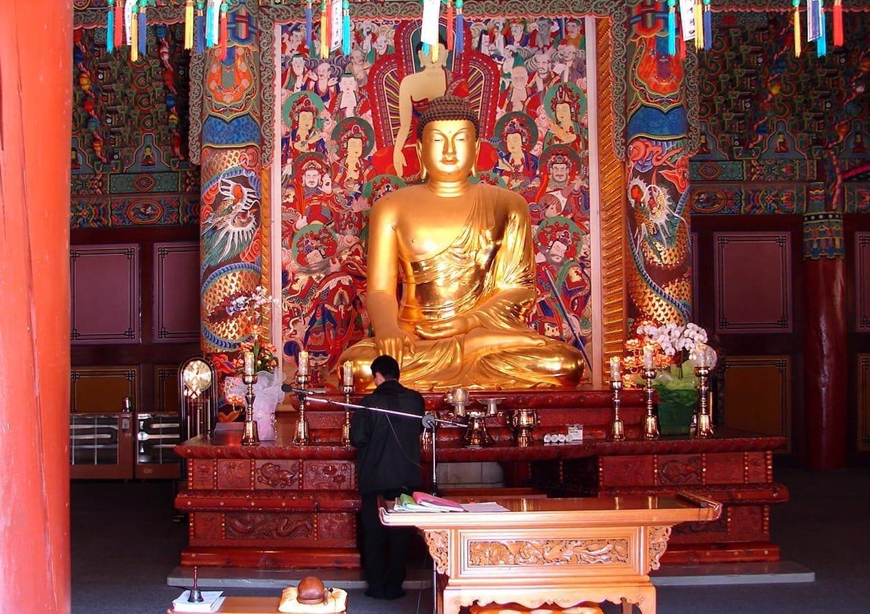 Buda del Templo de Woljeongsa Pyeongchang Corea del Sur