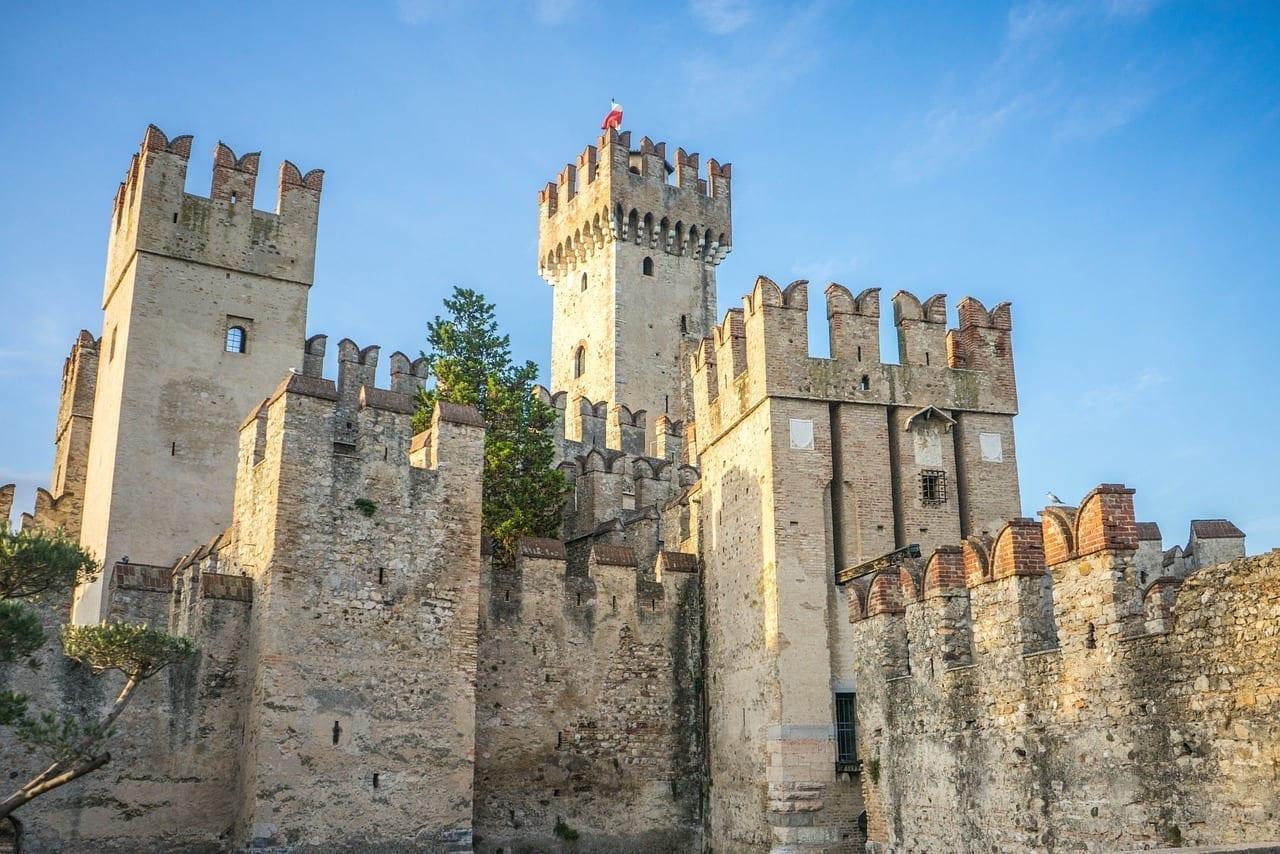 Castillo Scaligero Lago De Garda Sirmione Italia