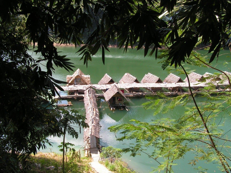 Chozas, Parque Nacional Khao Sok. Surat Thani Tailandia
