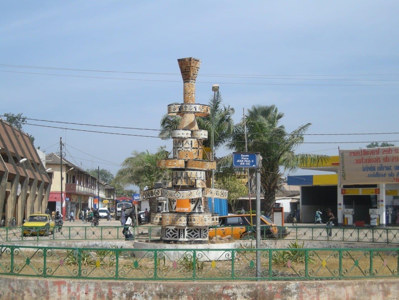 Coloca a Juan Pablo II en la sección de la Escala de la ciudad Ziguinchor Senegal