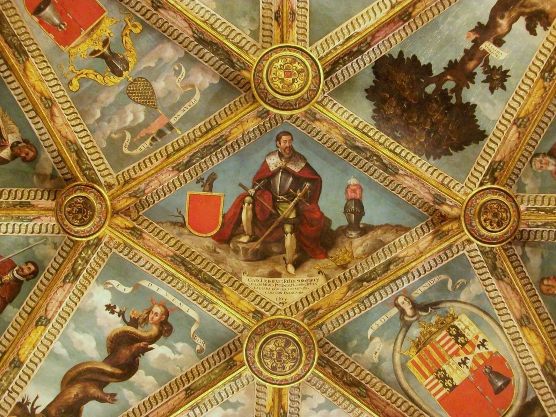 Detalle del techo de la Sala Daurada (Sala Dorada) del Palau Comtal Cocentaina España