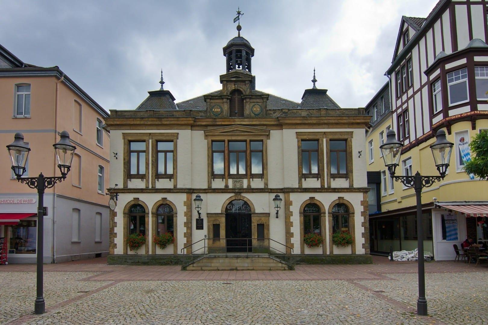 El antiguo ayuntamiento en la plaza del mercado Peine Alemania