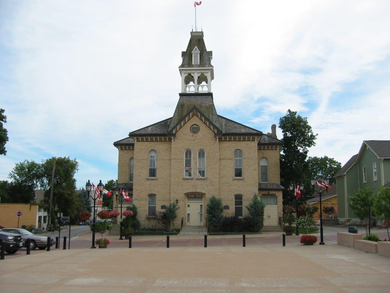 El antiguo ayuntamiento Newmarket Canadá
