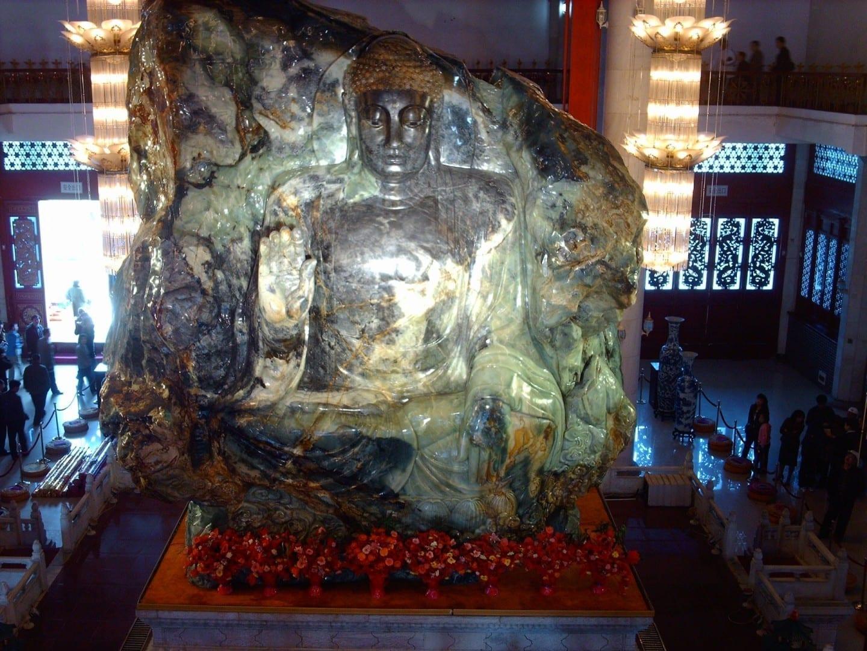 El Buda de Jade dentro del Palacio del Buda de Jade en la ciudad de Anshan, Liaoning, China. Anshan China