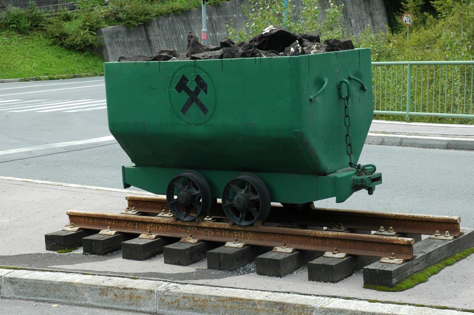El carro de carbón, como se encuentra en el escudo de armas de Trbovlje Trbovlje Eslovenia
