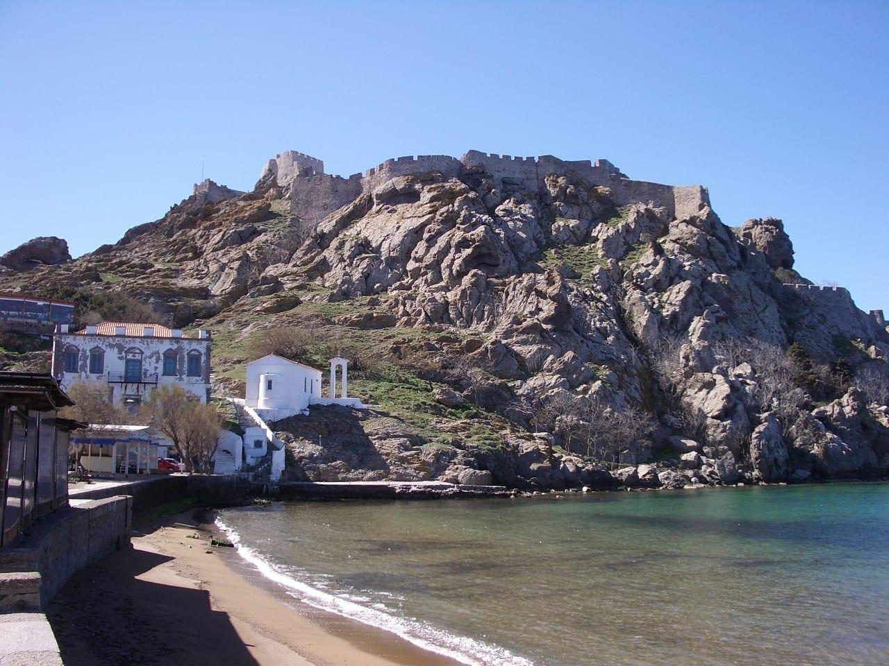 El castillo de Myrina, Lemnos. Vista desde Romeikos Gialos Lemnos Grecia
