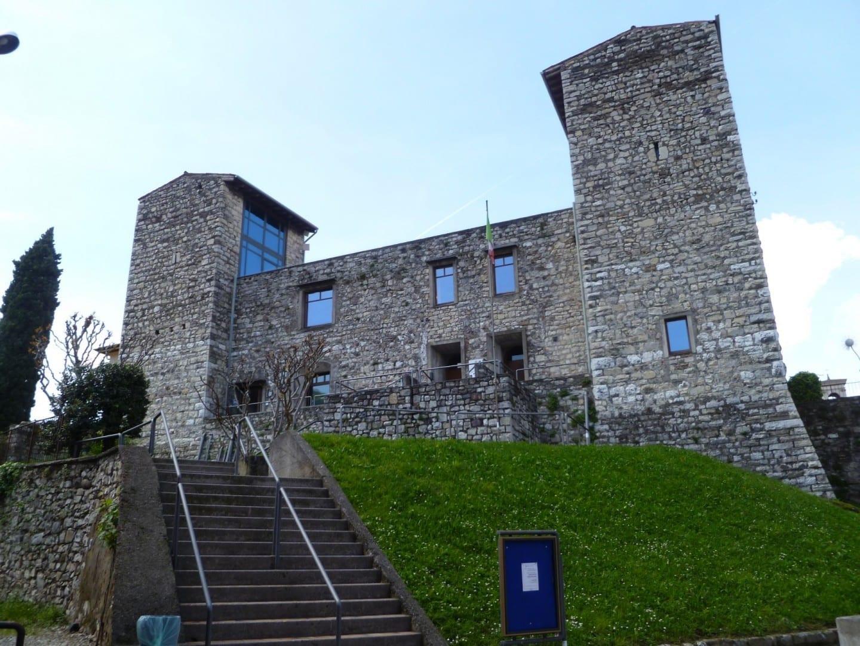 El castillo de Oldofredi Lago Iseo Italia