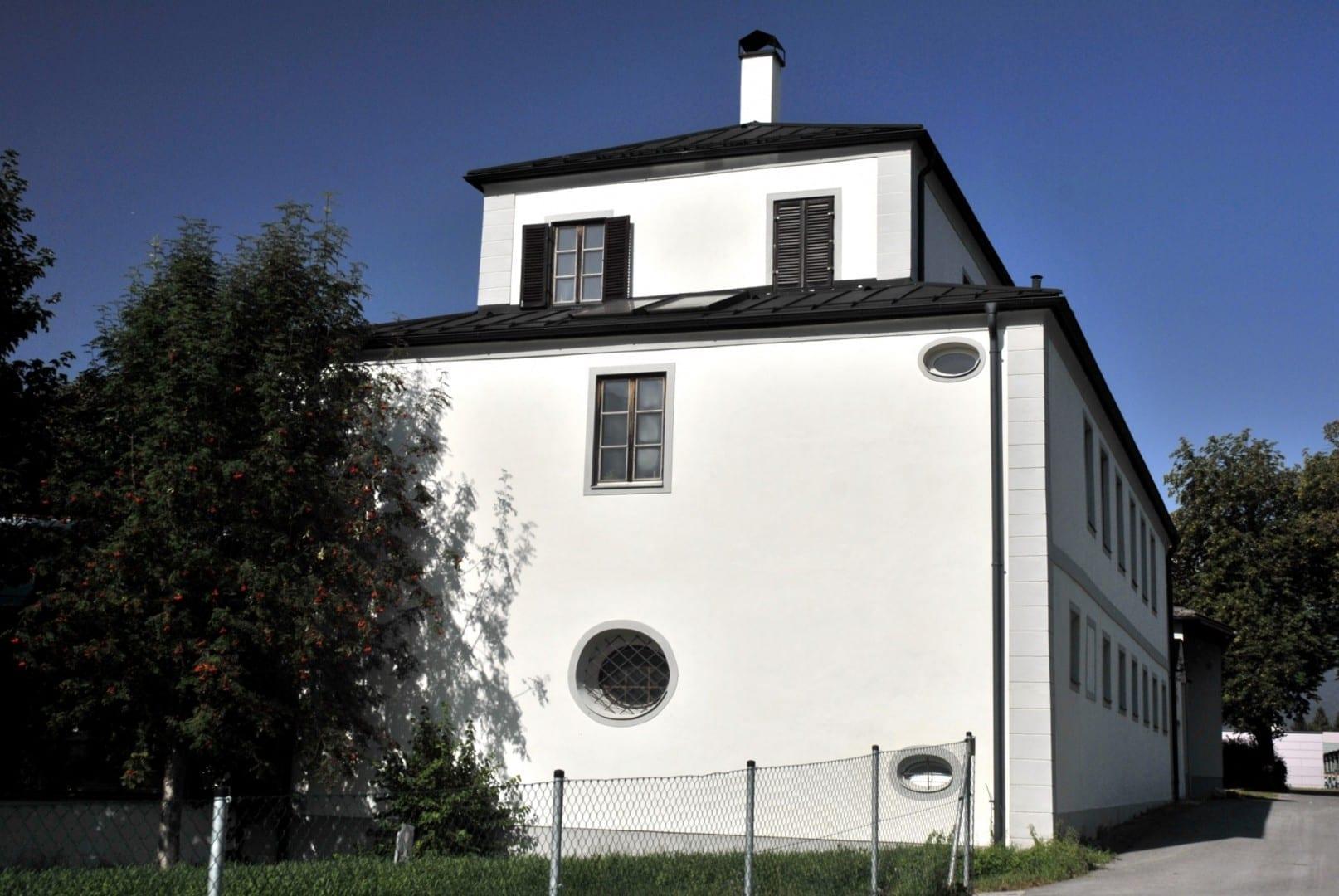 El castillo de Thöml Hall in Tirol Austria