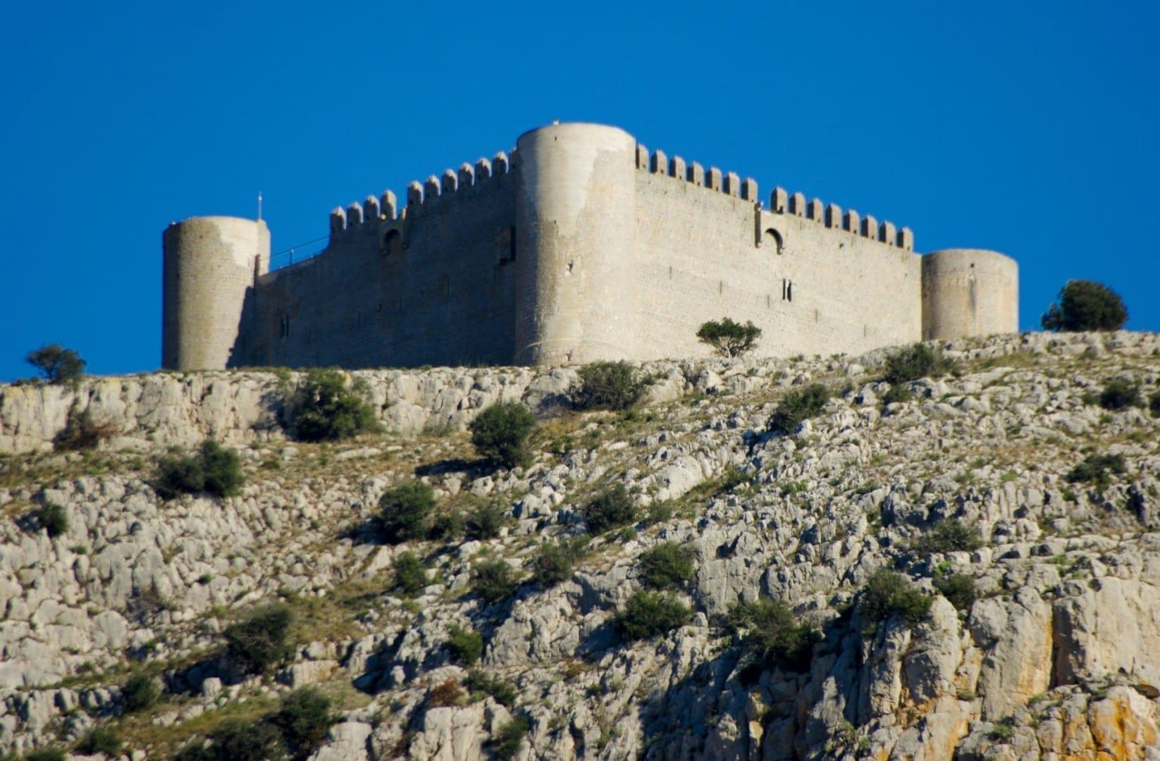 El castillo sobre la ciudad Torroella de Montgri España