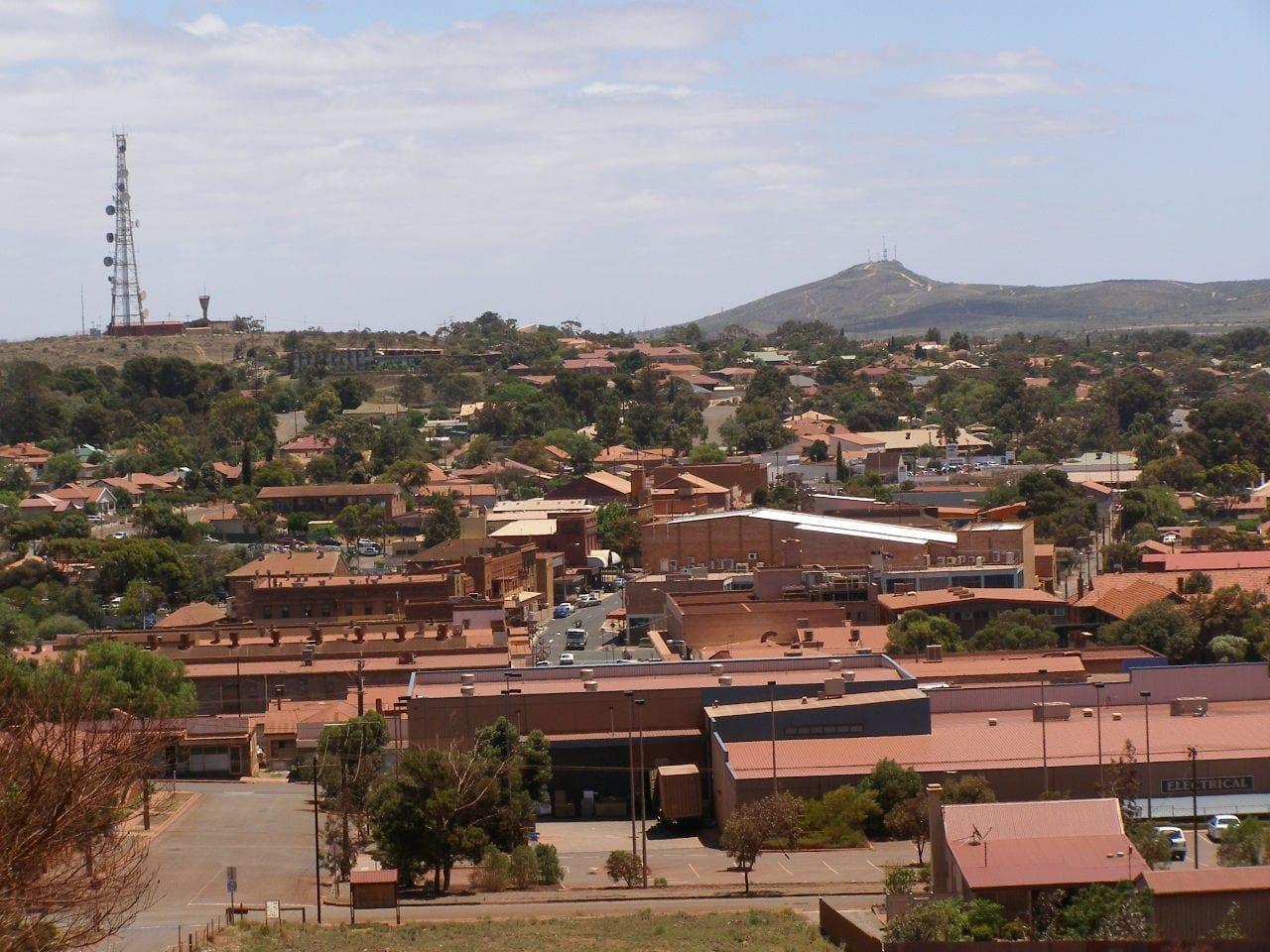 El centro de la ciudad de Whyalla visto desde Hummock Hill Whyalla Australia