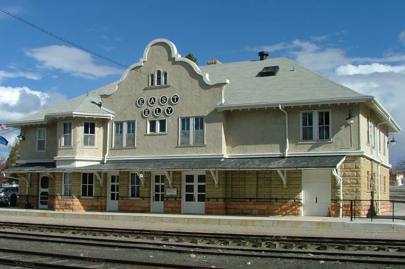 El emblemático depósito de East Ely es ahora parte del Museo del Ferrocarril del Norte de Nevada Ely NV Estados Unidos