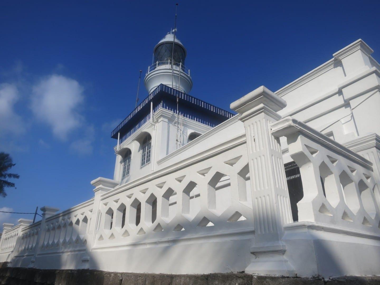El faro del Cabo Rachado en un día soleado Port Dickson Malasia