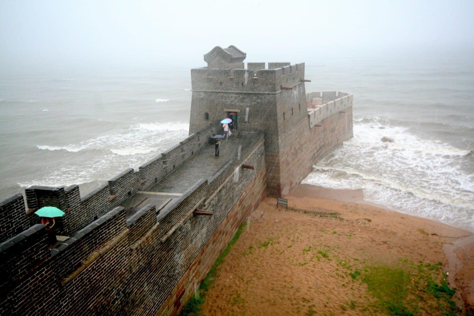 El final de la Gran Muralla China donde se encuentra con el océano Qinhuangdao China