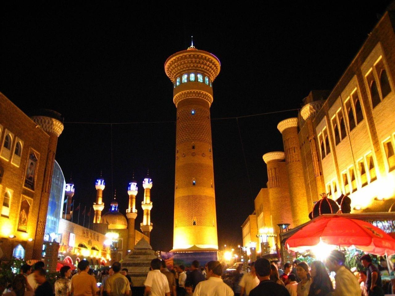 El Gran Bazar de noche. Urumqi China