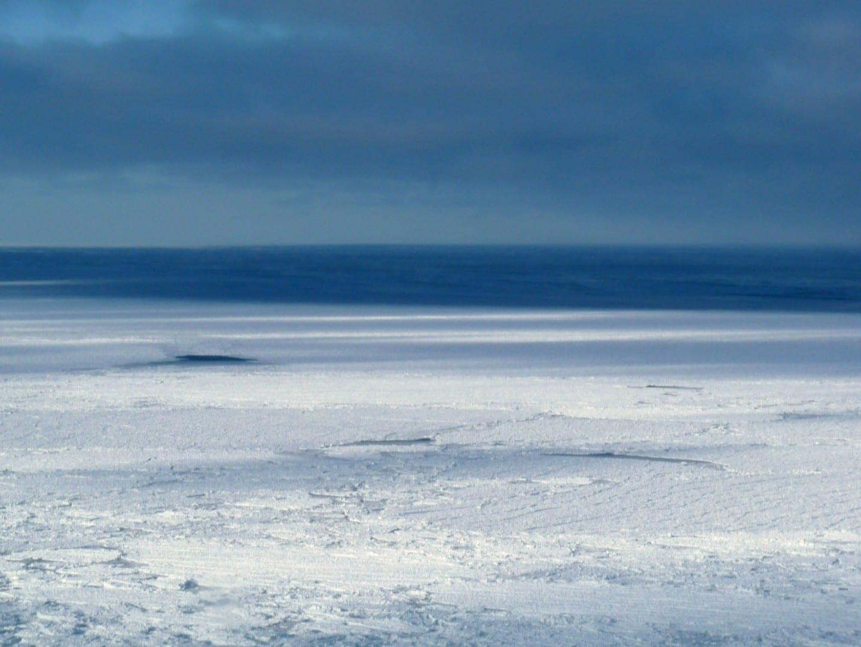 El hielo de la costa en el Cabo Churchill, en el Parque Nacional de Wapusk Churchill Canadá