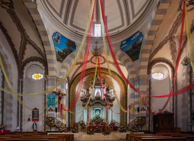 El interior de la iglesia de Nuestra Señora de la Ascensión Real del Monte México