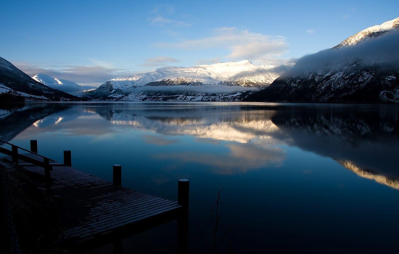 El lago Jølstervatnet. Skei Noruega