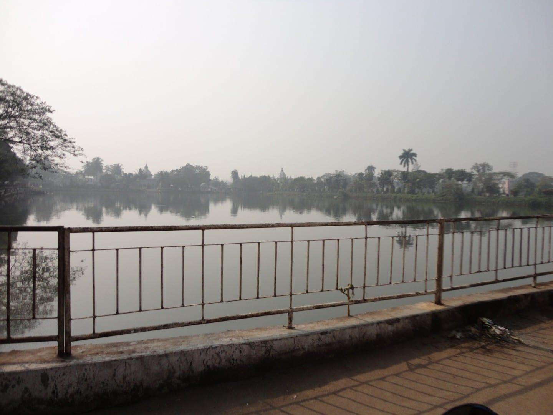 El lago Laxminarayan Agartala India