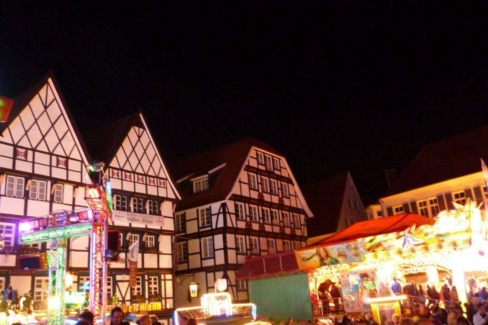 El mercado durante la feria del día de todos los santos Soest Alemania