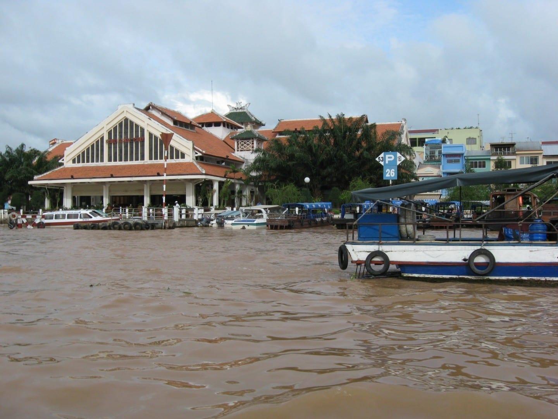 El mercado turístico de Ninh Kieu, visto desde el río Can Tho Vietnam